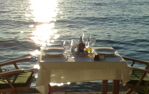 """""""Bord i solnedgang"""" (se mer på www.Lopudreiser.no)"""