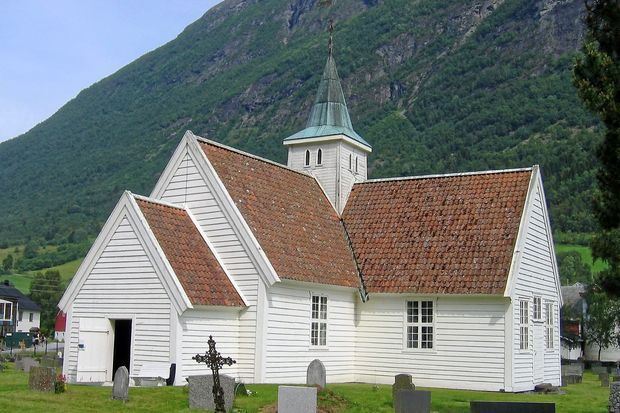 Olden gamle kirke - Bilder Olden, Norge