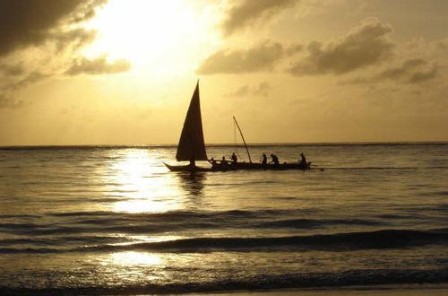 Fiskebåt i soluppgång