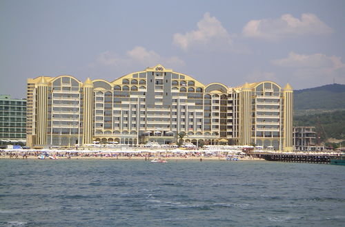 Ett av hotellen sett från badbåten