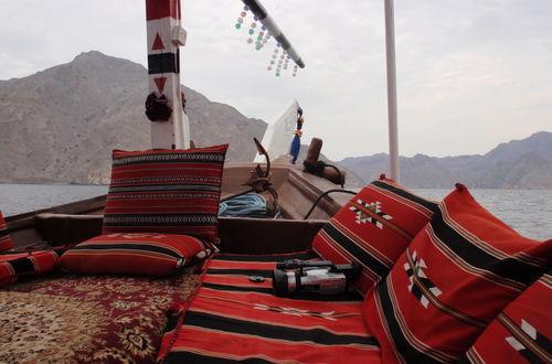 """Båtfärd i """"Österns Norge"""" i Musandam, Oman"""