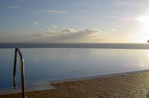 Semester vid poolen med direkt havsutsikt