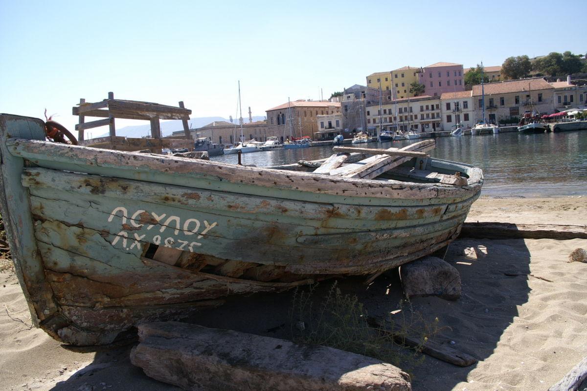 Gisten båt i Chania