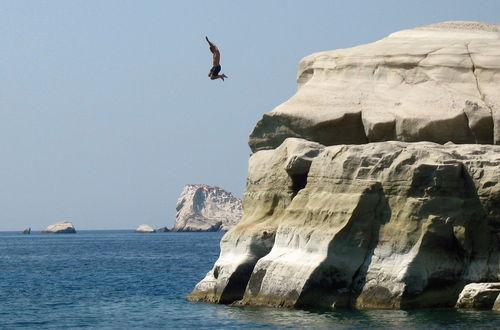 Galen grek som hoppar vid Sarakiniko, Milos
