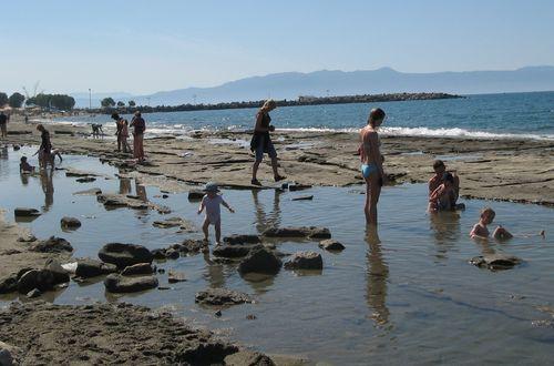 På badstranden i  Agia Marina