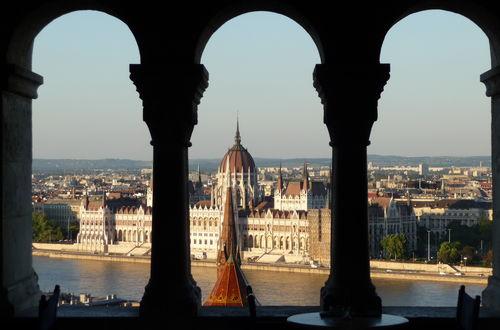 Parlamentet och taket på Kalvinistkyrkan....