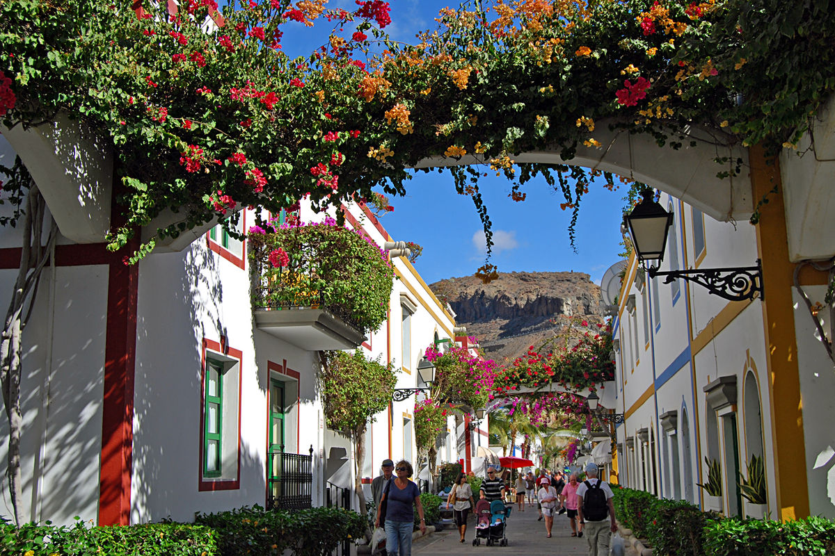 Blomsterprunkande Puerto Mogan