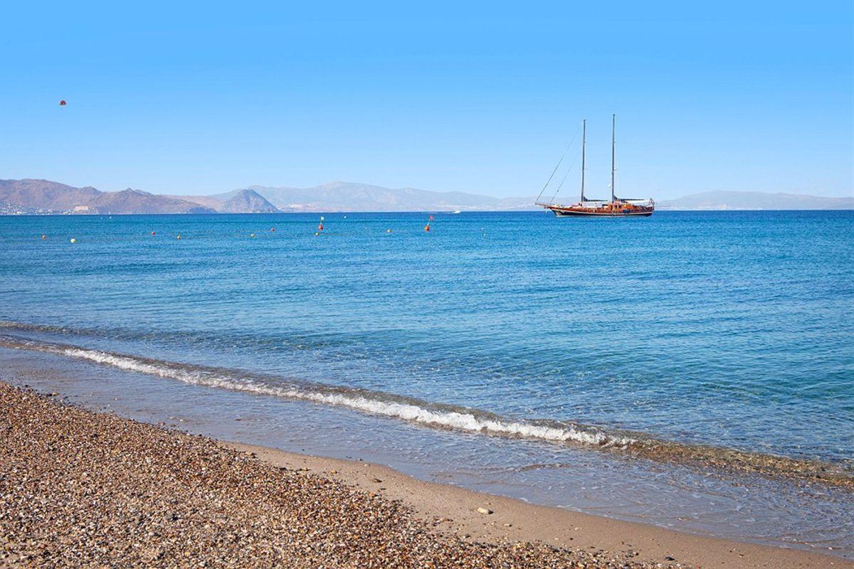 2503330e Hellas hotteste øy- Reiseguiden